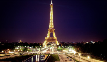 Le charme de la Tour Eiffel de nuit à Paris