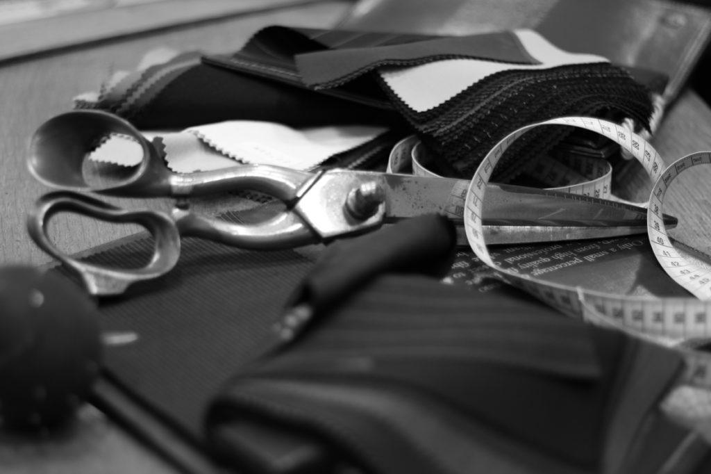 comment reconnaître un costume sur mesure de grande qualité